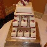 Individual square cakes with burgundy calla lilies