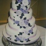 Cake with tumbling roses