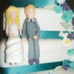 models on side of wedding cake