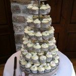 white flower cupcake wedding with buttercream swirls