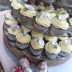 white flower cupcake wedding