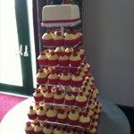 red rose cupcake wedding