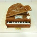 grand piano cake