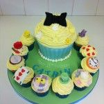 alice in wonderland giant cupcake and matching cupcakes