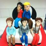 one direction cake with 5 sugar models