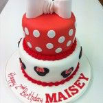 minnie mouse cake with bow