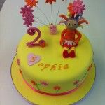 yellow upsy daisy cake