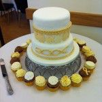 individual matching cupcake with shell and fishing knot wedding cake