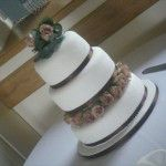 brown-ribbon-cake-fresh-roses