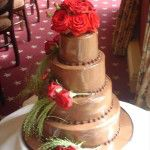 poured-chocolate-with-red-roses