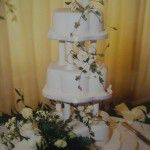 Petal cake with pillars