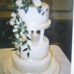 cake with pillars