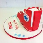 red converse shoe cake